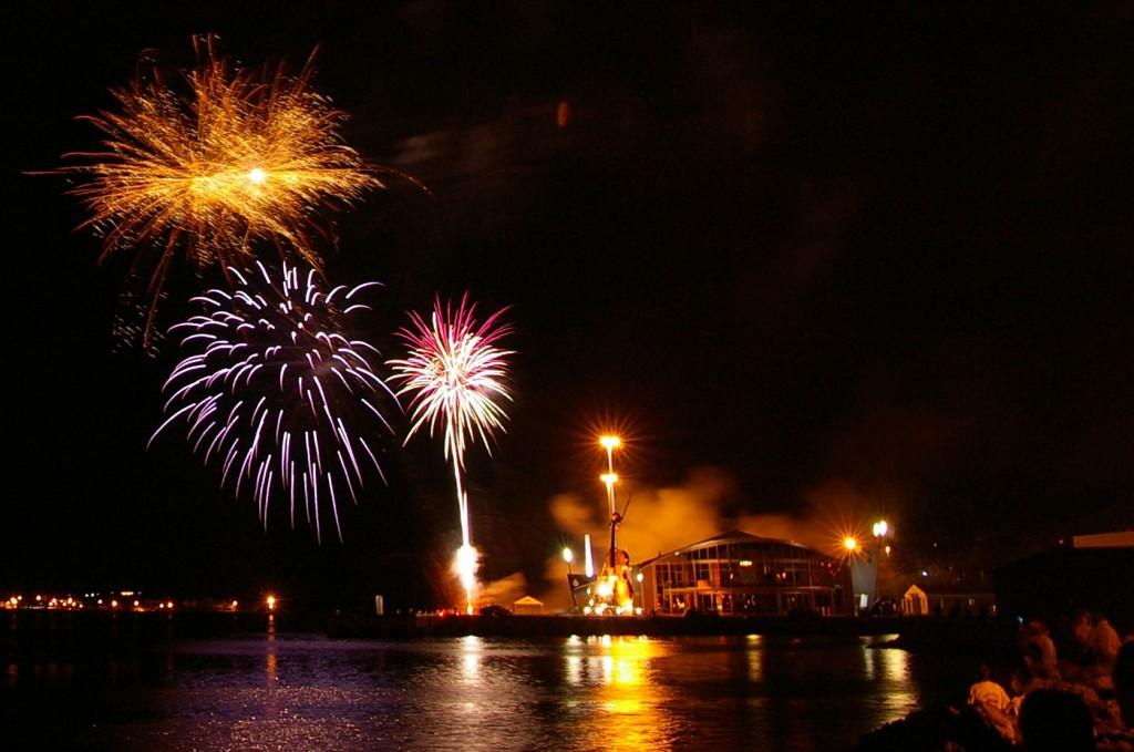 Sydney Fireworks, Aug 2006. Photo by me.